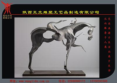 不锈钢马雕塑